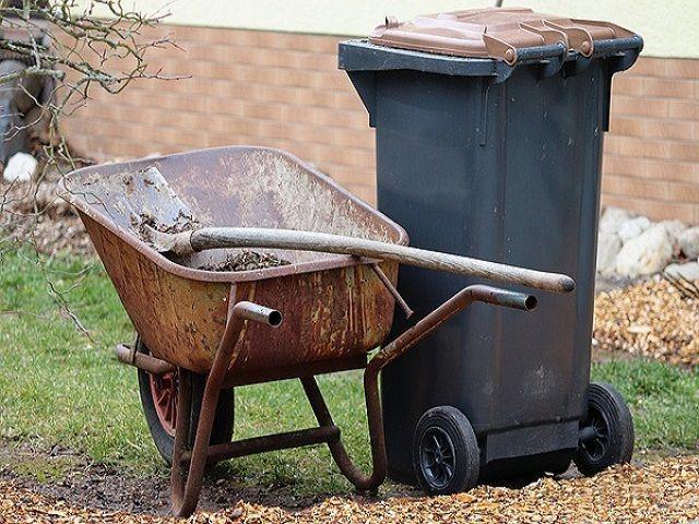 Waste storage bin