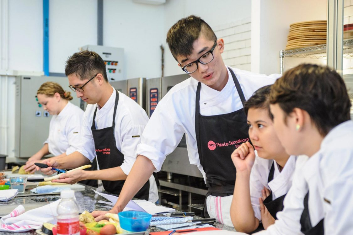 What are the advantages of attending a cooking workshop?